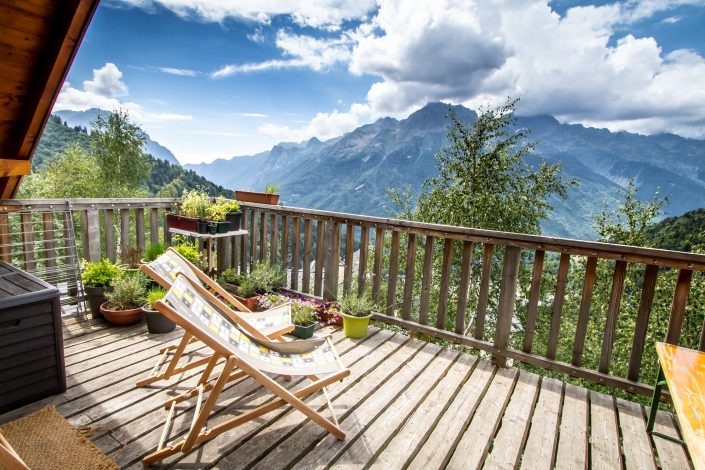 Chalet Beyond Fietshotel Alpe d'Huez uitzicht balkon